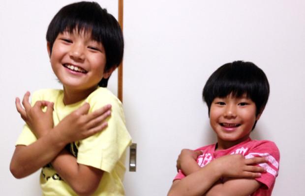 兄弟で埼玉ポーズ!【そうだ埼玉キッズ / とわくん(9歳)そらくん(6歳)】