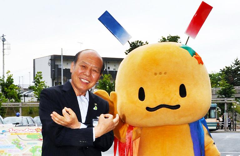 【狭山市】おりぴぃと一緒に!仲川幸成市長の埼玉ポーズ!(勇退)