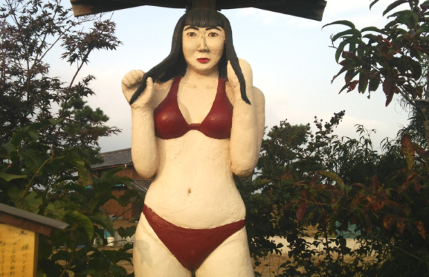 埼玉県桶川市にある水着の美少女像が怖すぎる【そうだ埼玉珍百景】