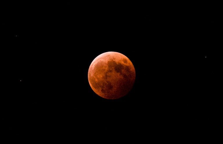埼玉県所沢市から撮った皆既月食がとてもキレイ【そうだ埼玉絶景】