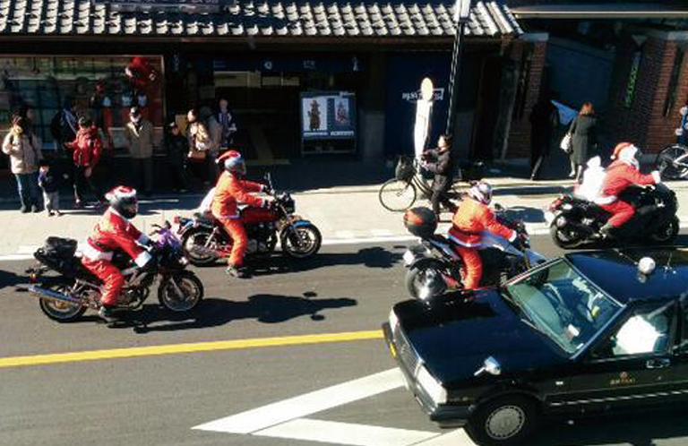 あなたは見れた?バイクに乗ったサンタ集団【埼玉県 川越~大宮に出没】