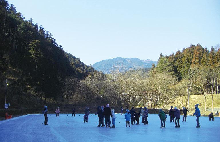 埼玉県唯一の天然スケート場がクール【上サ(かさ)スケート場】