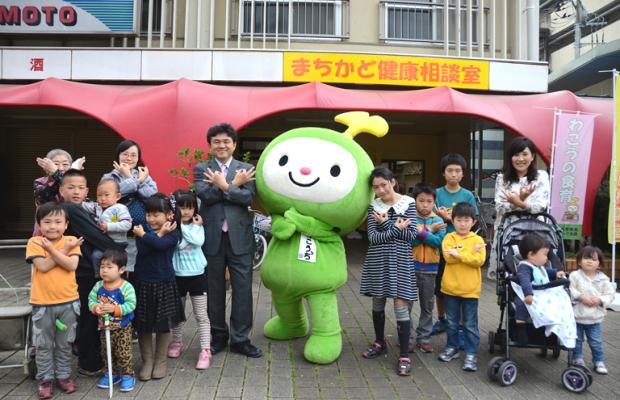 【和光市】子どもたちと一緒に!松本武洋市長の埼玉ポーズ!