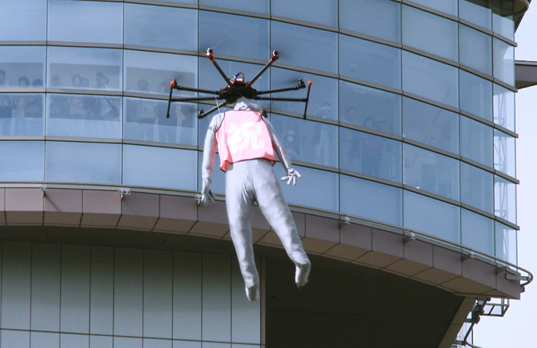 宇宙人をドローンで吊った埼玉県行田市のプロモーション映像がすごい