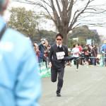 【久喜にハンター現る】川内優輝選手がスーツで地元のマラソン大会を爆走し話題に