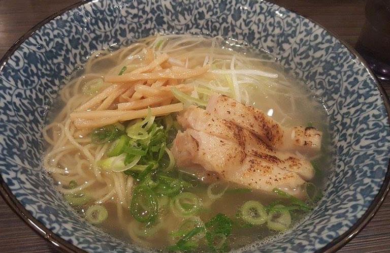 JR浦和駅で絶対に食べるべき「鶏ラーメン」2店!【埼玉グルメ】