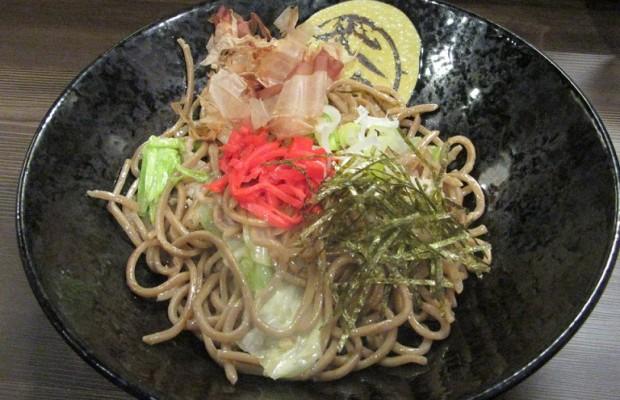 こんなに美味しい焼きそばが行田市にあったなんて…焼きそばバル飯島屋の麺がすごい!