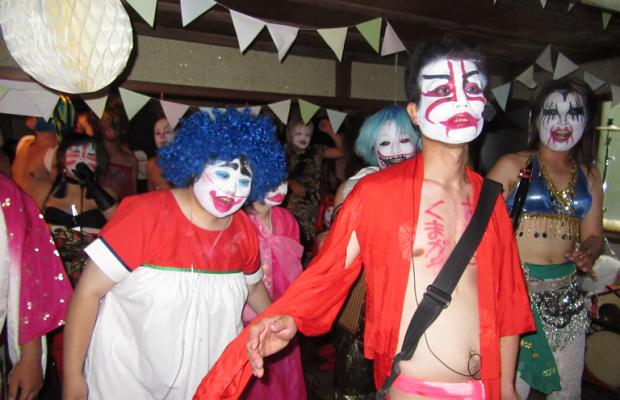障害者像をぶっ壊す!埼玉県の障害者バンド「スーパー猛毒ちんどん」のロックショーがすごい