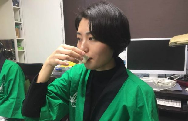 つんで、学んで、飲む!さやまちゃ塾でお茶とふれあってみた