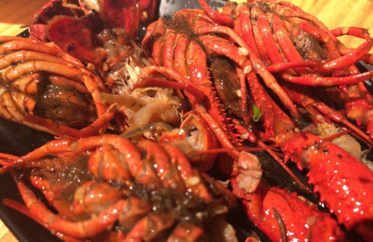 池袋のカオススポット!「小東北串焼き」でザリガニを食べた結果